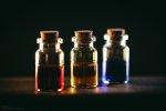 szklane kolorowe słoiki
